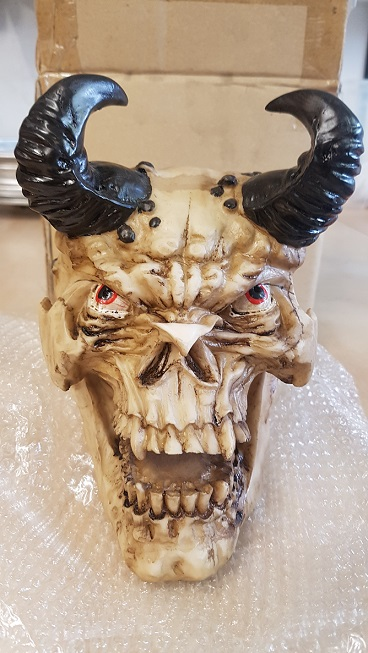 Gothic mistery dumpstore roukama holland ales op het for Schedel hoorns